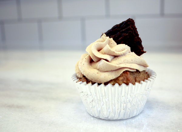 DIY Healthy Pupcakes with Frosting
